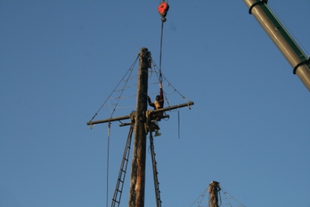 While Steve Kirk prepares the rig and attaches the strap to the main mast.