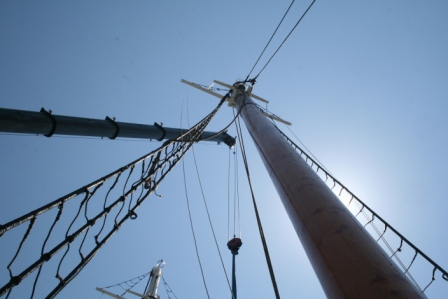 the geometry of raising the rig, main mast, crane and foremast, beautiful!