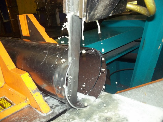 The saw blade is lubricated to insure no distortion.