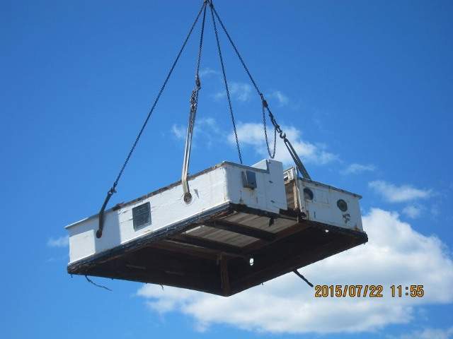 The crew was able to remove the aft cabin, constructed in Cape Verde of African Mahogany, intact.