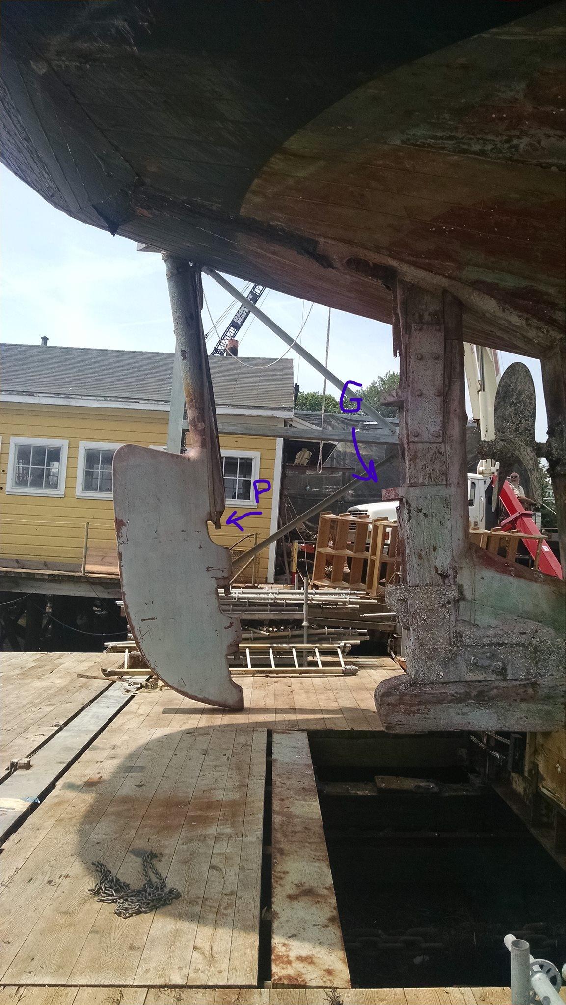 2015-07-29 Rudder off,credit Boothbay Harbor Shipyard_G&P label